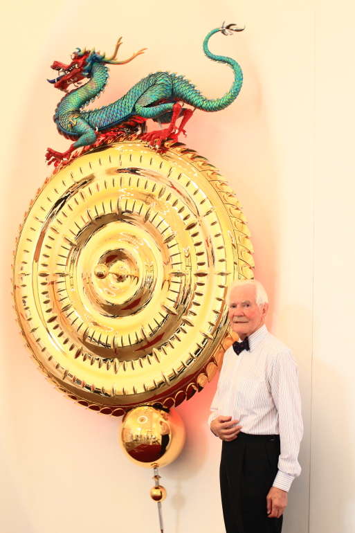 Dr Taylor and the Dragon Chronophage
